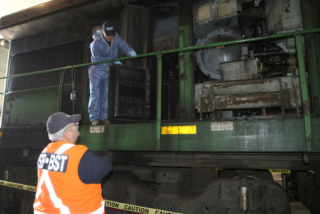 Investigator Pilon briefing Investigator-in-Charge Don Ross on the locomotive teardown