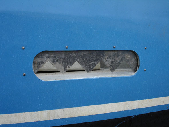Photo 5. Saw tooth style freeing port viewed from outside vessel